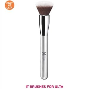 💕💕😍HOST PICK💕💕 New IT Foundation Makeup Brush